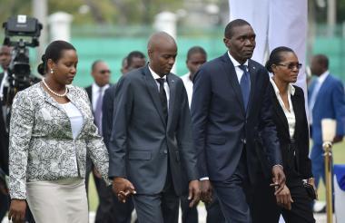 Jovenel Moise, presidente de Haití , junto a la primera dama Martine Moise y Joseph Lambert, presidente del Senado.