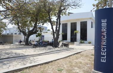 Fachada de las oficinas de atención al cliente de Electricaribe en Barranquilla.