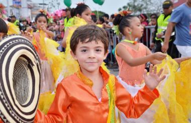 Los niños y niñas demostraron una vez más sus dotes para el baile. Los pequeños abrieron la fiesta en Sincelejo.