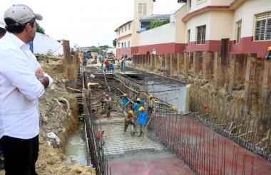 El alcalde Char inspecciona las obras de canalización del arroyo de la 21.