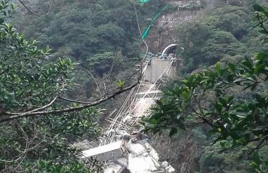 El puente estaba ubicado en la en la doble calzada Bogotá-Villaviencio, sector de Chirajará en jurisdicción del municipio de Guayabetal (Cundinamarca).