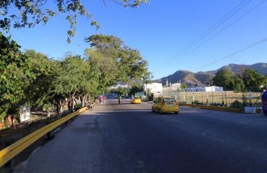 Vía principal de acceso a El Rodadero.