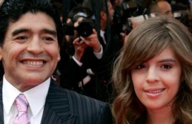 Diego Armando Maradona junto a su hija Dalma.