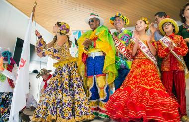 Los reyes del Carnaval de Barranquilla 2018 izaron por primera vez la bandera de la cultura ciudadana.