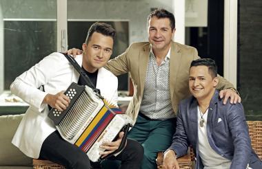 Alfonso Castro (c) junto a Sergio Luis Rodríguez (i) y Jorge Celedón (d).