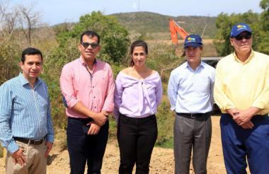 Ramón Jesurun (camisa amarilla) visitó este martes el predio donde quedará ubicada la sede.