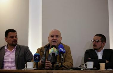 Carlos Antonio Lozada en rueda de prensa.