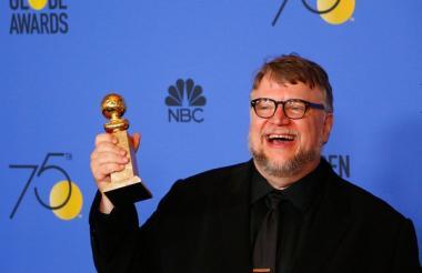 El mexicano Guillermo Del Toro en la ceremonia de los Globo de Oro recibe galardón en la categoría Mejor Director.