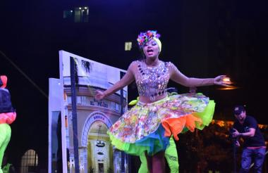 La soberana del Carnaval de la 44, Andrea De Alba, demostró su pasión por el baile en su presentación.