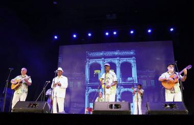 El Septeto Nacional Ignacio Piñeiro de Cuba en su presentación en el teatro de Uniatlántico.