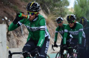 El barranquillero Nelson Soto con los colores de su equipo: el Caja Rural español.
