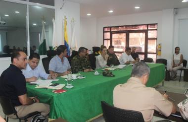 Consejo de seguridad con autoridades civiles, militares y eclesiásticas.