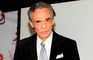 José José, cantante y compositor mexicano.