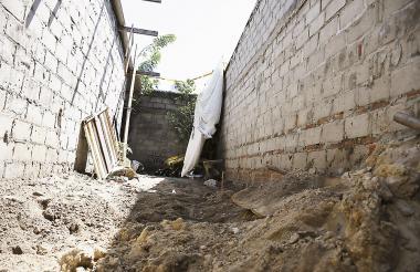 En este patio, a no más de 90 centímetros de profundidad, estaba enterrado el cuerpo de María Otálora.