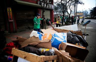Protestas entre el Esmad y trabajadores de Aguas de Bogotá.