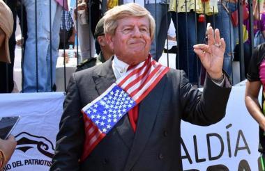DONALD TRUMP  En 2017, por primera vez, Victor Enrique Arroyuelo interpretó al presidente de Estados Unidos en  la Batalla de flores causando conmoción entre aquellos que disfrutaron de la fiesta más importante del país.