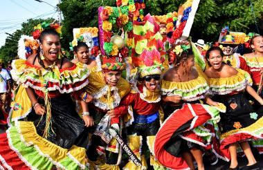 Integrantes de la Danza del Perro Negro, una de las más antiguas del Carnaval de Barranquilla.