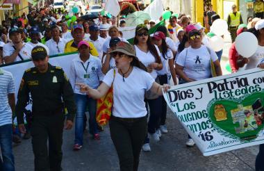 Así fueron las muestras de solidaridad de los  sucreños para con la Policía Nacional.