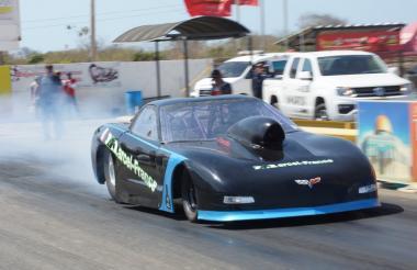 El Corvette Z4 del piloto bogotano Esneyder Cárdenas en el autódromo Motorsports Park.