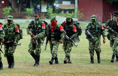 Miembros de la guerrilla del Eln durante una marcha en algún territorio del país.