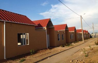Las soluciones habitacionales tienen un área construida de 55 metros cuadrados.