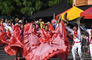 La cumbia, reinó en la Gran Parada Carlos Franco, evento organizado por Carnaval de la 44.
