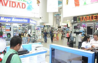 Centro comercial de aparatos tecnológicos en Barranquilla.