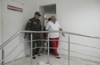 Osvaldo Meriño Torres, cuando ingresaba a la sala 23 del Centro de Servicios.
