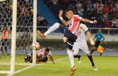 Álvez no pudo aprovechar la opción que le sirvió Ruiz.