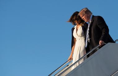 El presidente de Estados Unidos, Donald Trump y su esposa Melania Trump durante su llegada a la Florida.