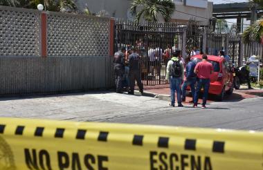 El cuerpo de Juan de Dios Perdomo Bonilla quedó tendido sobre la acera de la carrera 53 con calle 94.