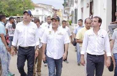 El gobernador del departamento, Dumek Turbay, junto con el director de Cormagdalena, Alfredo Varela recorrieron la zona de La Victoria en procura de encontrar una solución a este grave problema.