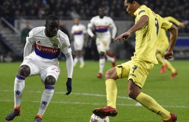 Carlos Bacca en acción en el juego de ida ante el Lyon.