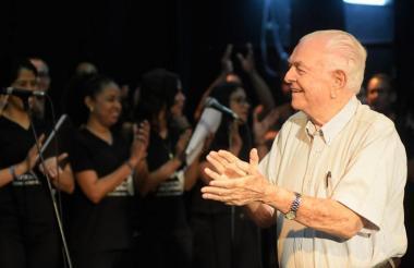 El maestro Alberto Carbonell Jimeno en homenaje en el teatro de Bellas Artes.
