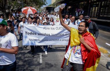 Estudiantes de la Universidad Autónoma del Caribe, durante una protesta en la carrera 46.