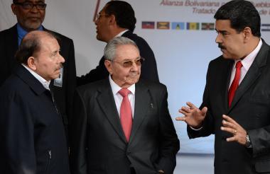 Castro y Ortega en Caracas para participar en cumbre del ALBA.