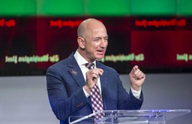 Jeff Bezos, fundador de Amazon, fue elegido por Forbes como el hombre más rico del mundo.