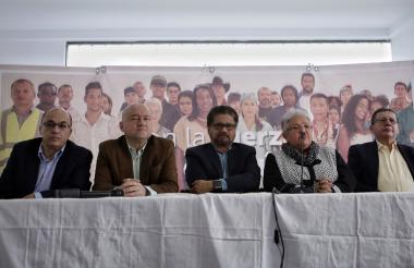 Miembros del Consejo Político Nacional de la Farc durante una rueda de prensa.