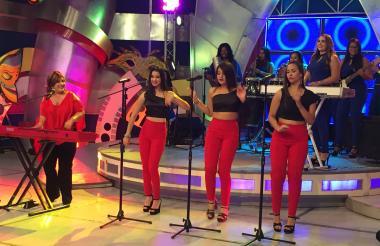 Orquesta de Belkis Concepción y las Estrellas del Merengue en escena.