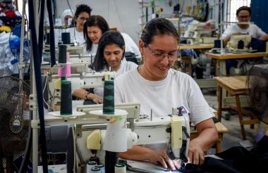 Operarias del sector de confecciones en Barranquilla.