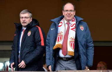 El príncipe Alberto de Mónaco (derecha), junto al presidente y dueño del equipo,el rudo  Dmitri Yevguénievich Rybolóvlev.