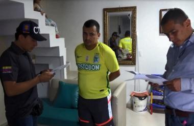 José Adolfo Villamil Durán en momentos en que un funcionario del CTI de la Fiscalía le leía sus derechos.