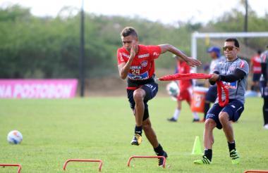 Víctor Cantillo realizando un entrenamiento de fuerza y potencia con el preparador físico Germán Rodríguez.