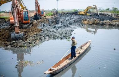 Obras de remoción de sedimento en Soledad.