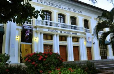 Fachada de la Facultad de Bellas Artes.