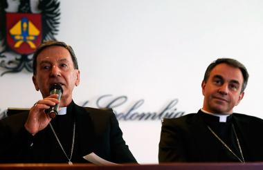 Monseñor Rubén Salazar, arzobispo de Bogotá y Elkin Fernando Álvarez, secretario general del Episcopado.