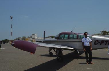 Uno de los 14 participantes del Desafío Aeronáutico que llegó al aeropuerto el mediodía de este martes.