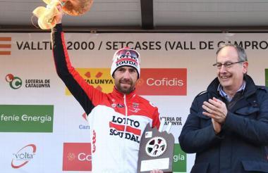 El ciclista belga Thomas De Gendt con su triunfo.