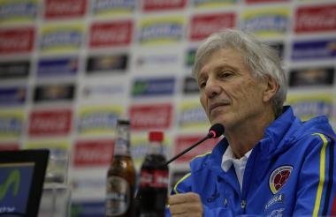 El técnico de la Selección Colombia José Pékerman habló en rueda de prensa en París.