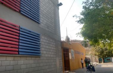 Fachada de IED Edgardo Vives Campo, en Santa Marta.